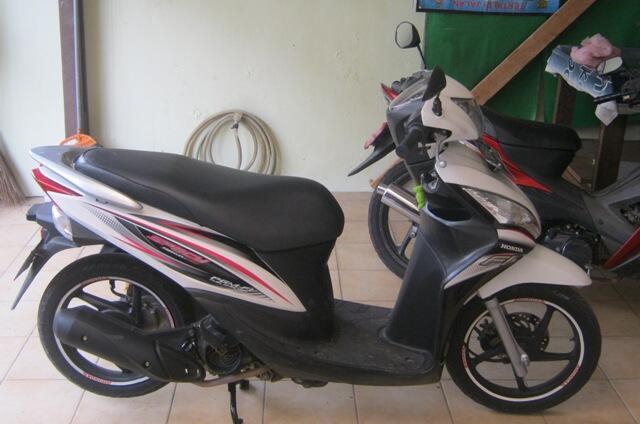 Honda Spacy PGM FI putih th 2012