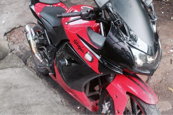 WTS Kawasaki Ninja 250cc Merah Carbu Thn 2012