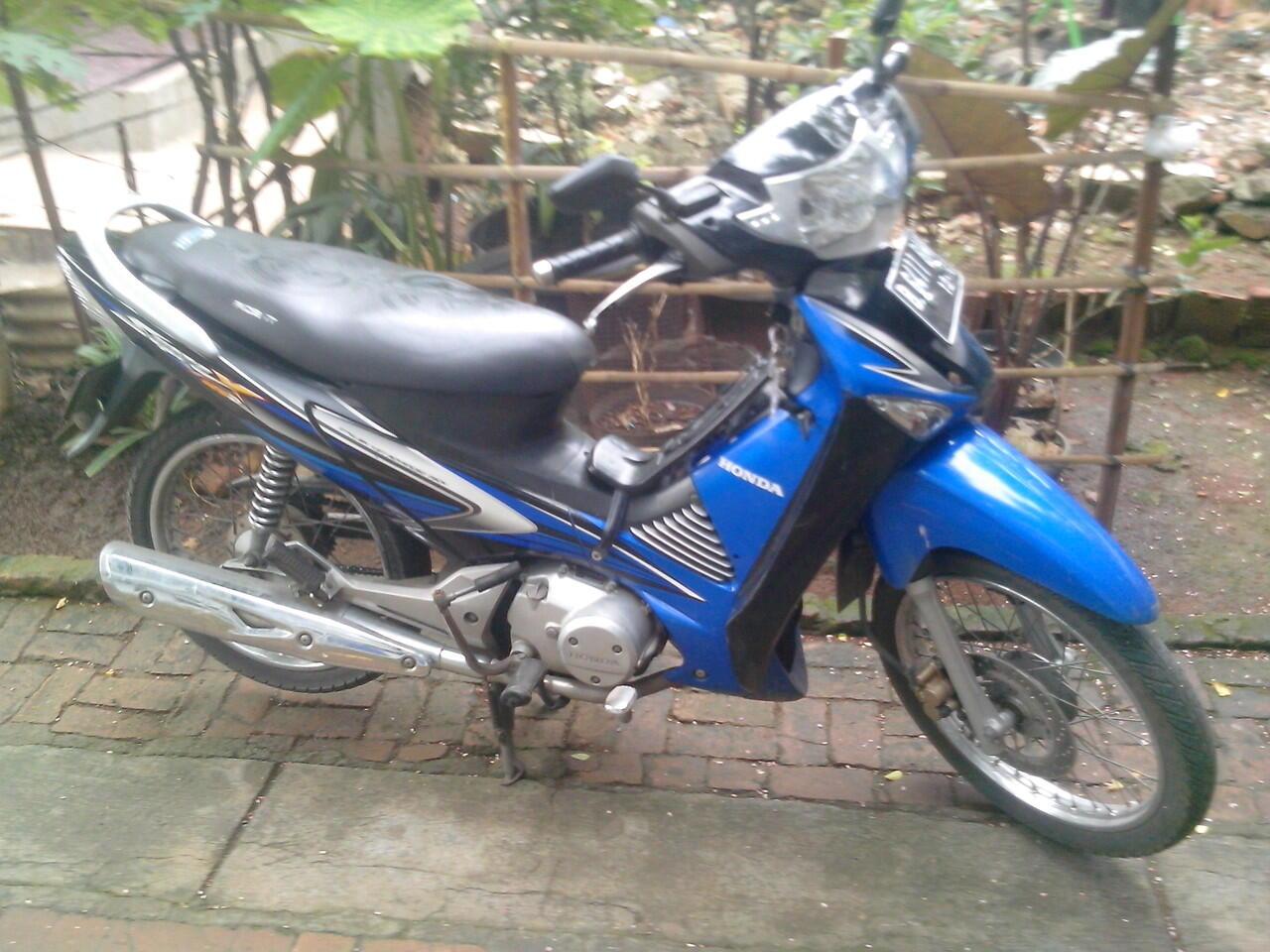 Honda Supra X 125 D Biru hitam 2006 Murah