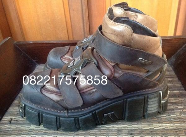 Terjual NEW ROCK BOOTS 2Nd BANDUNG (LIMITED EDITION)  7f5f325914