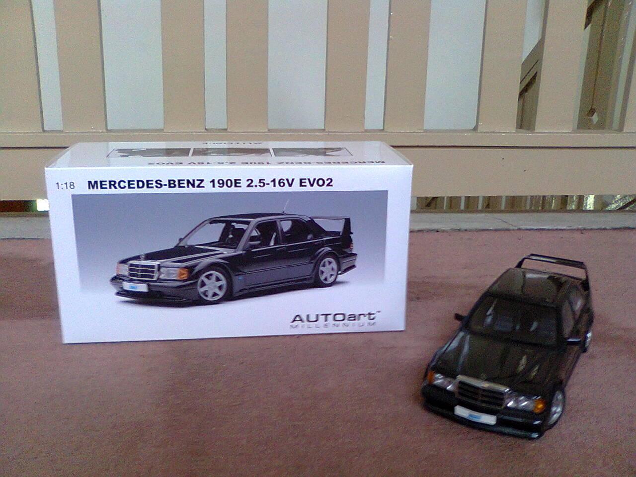 Die Cast AutoArt Mercedes-Benz 190E Evo2