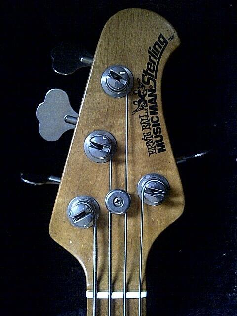 ernie ball musicman sterling bass USA 1993 (tahun pertama diproduksi) rare ,full ori
