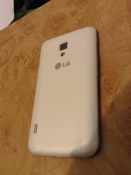 LG L7 II DUAL ( P715 ) White. TAM.