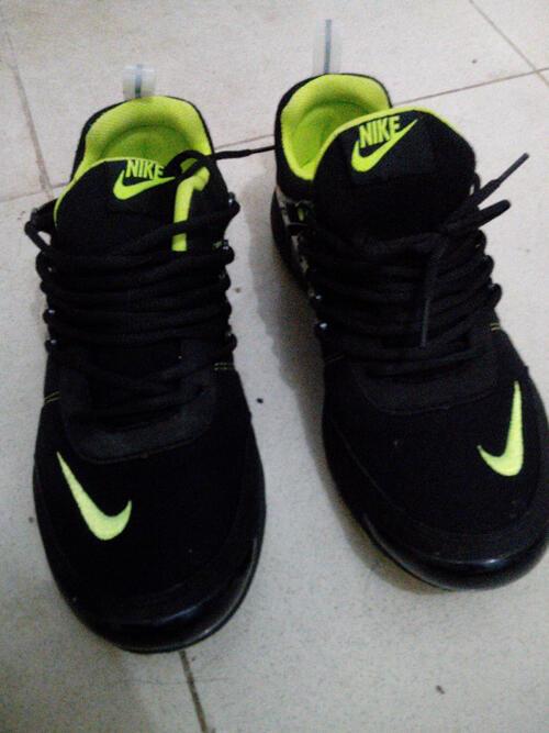 BU Sepatu Runing NIKE baru pake sekali