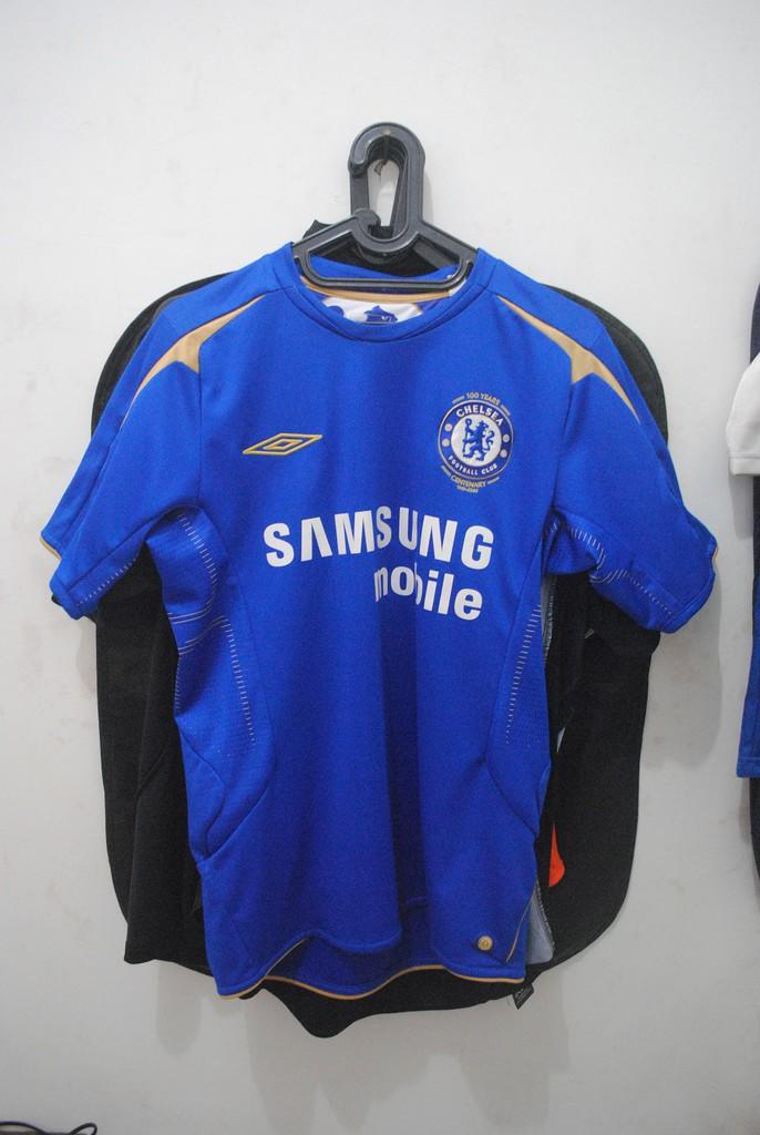 brand new 9fd19 b49f5 Terjual JERSEY FOR SALE (Chelsea 2005, Chelsea 1998, Arsenal 2005, Valencia  2010/2011)