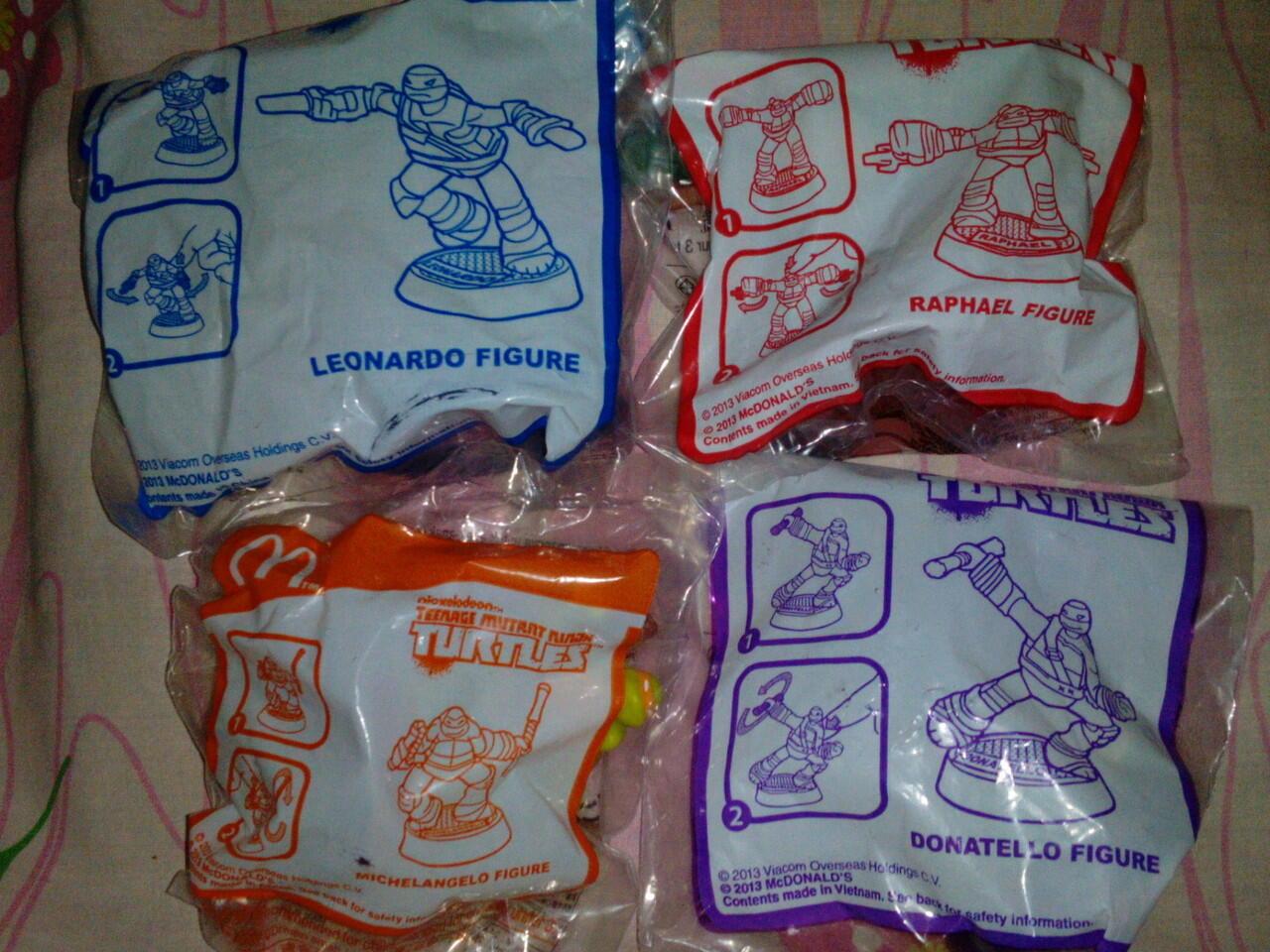 wts, Happy meal Furby boom & turtles,,1 set murah gan