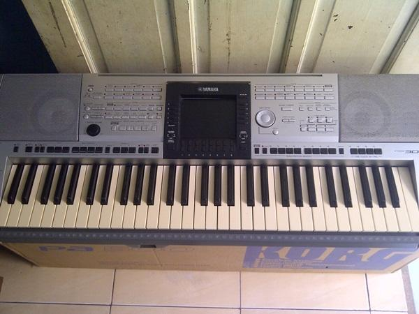 Keyboard Yamaha Psr 3000 Lcd Tv, muluss normal