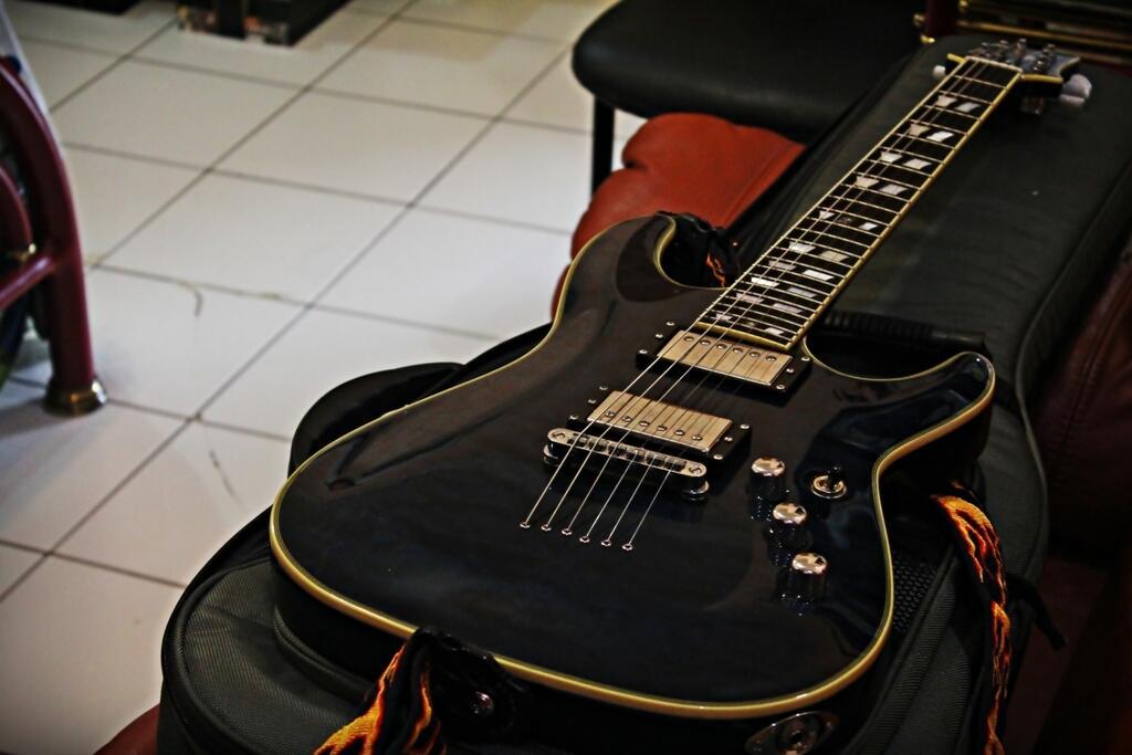 JUAL Gitar Schecter C - 1 Custom Original Made In Korea