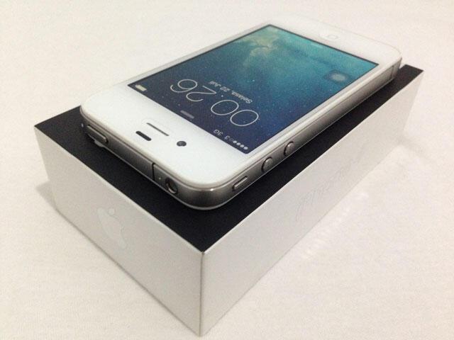 iPhone 4 8GB GSM FU Fullset Garansi Bonus Case