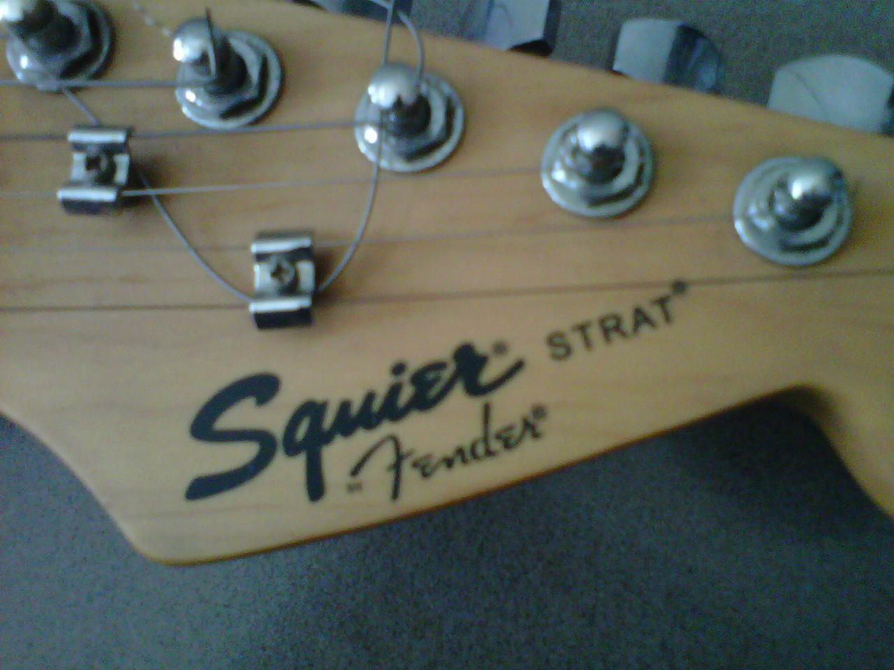 Stratocaster Squier By. Fender + zoom 606
