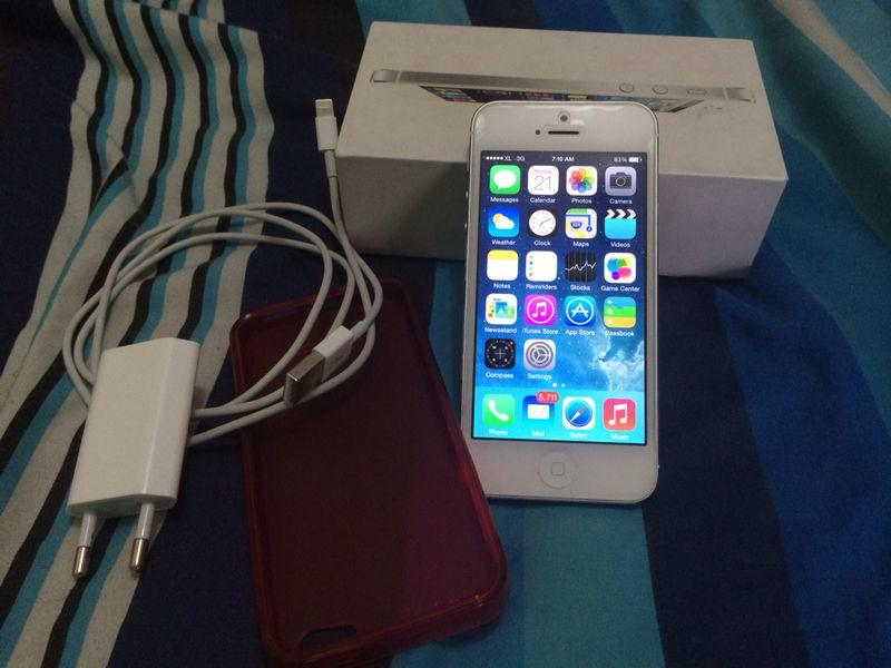 jual IPHONE 5 16GB white FU fullset mulus 100% murah