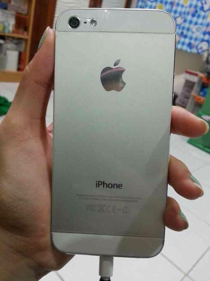 Terjual JUAL IPHONE 5 WHITE SECOND MULUS MURAH! )  ba336aafa3