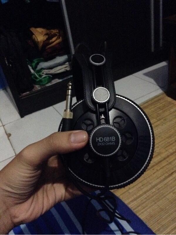 Jual cepet headset superlux HD618B baru 3 hari pakai