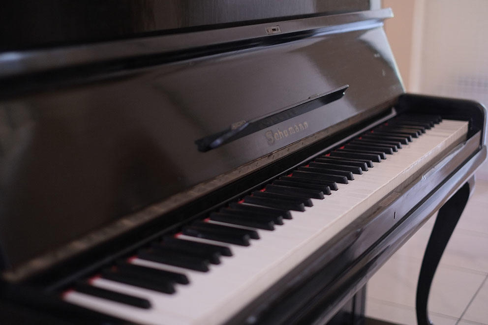 Jual Piano German Collectible items