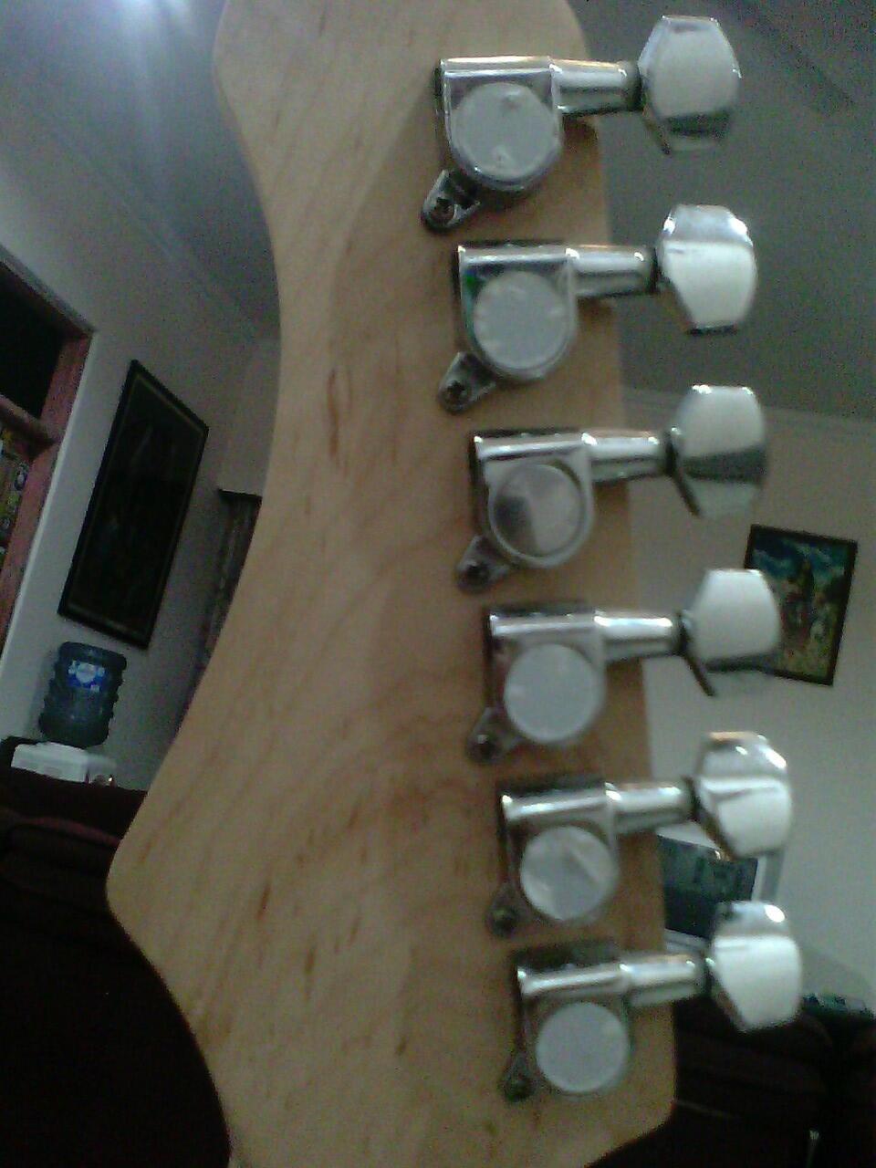 Gitar Legacy Stratocaster eks gramedia