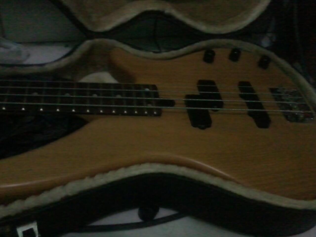 Bass Yamaha RBX 270J + Hardcase + Preamp