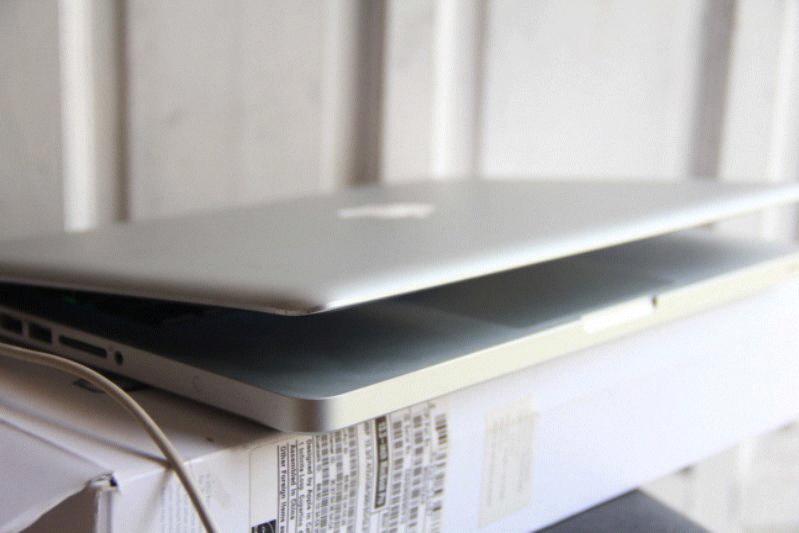 jual macbook pro 13 inch 2.4 Ghz i5 500 Gb