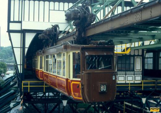 [AMAZING] Melihat Sistem Kereta Gantung Wuppertal Di Jerman. [HOT]