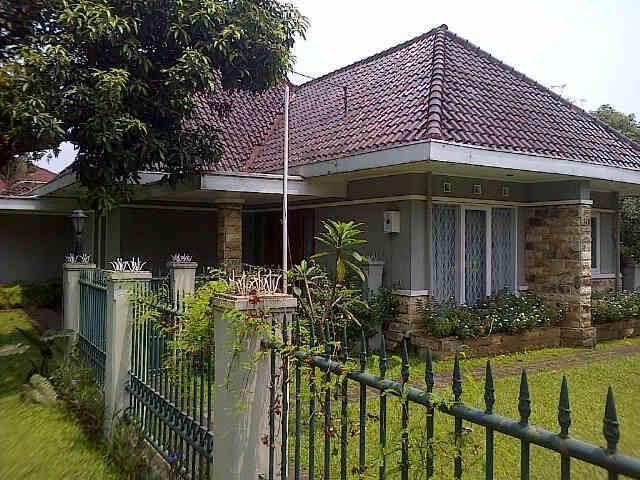 FS: Rumah + perkarangan luas di Bandung