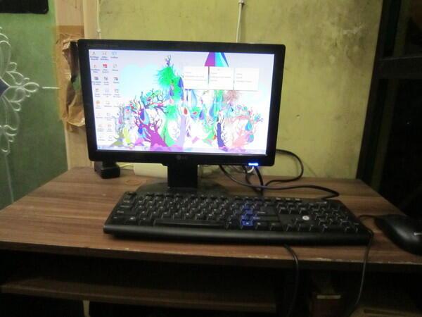 KOmputer Destop komplit 1 set + LCD LG 15,6 inchi