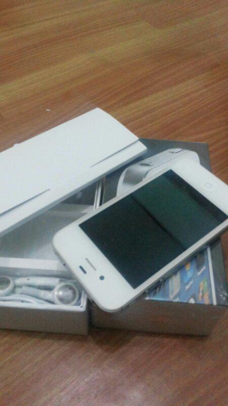 iphone 4 32gb cdma white bandung masih ada garansi