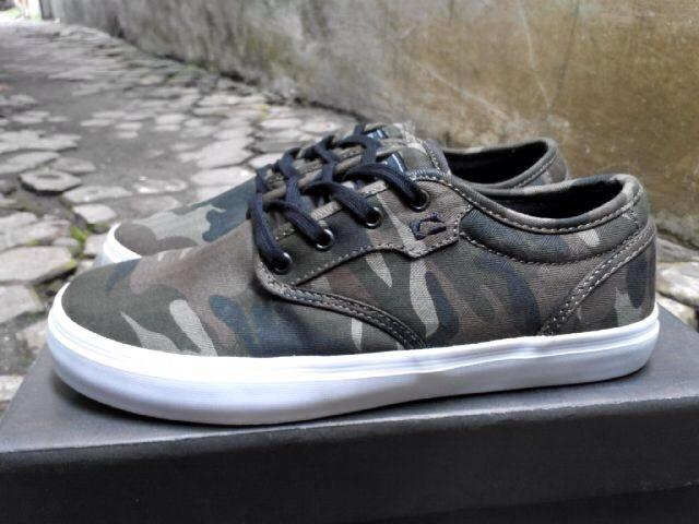 Sepatu skate original globe motley camo size 40,5 Murah