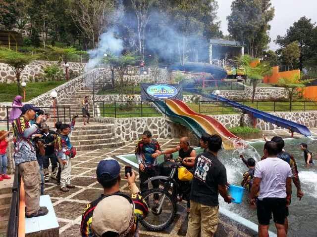 Villa Rumah Kayu + Taman Wisata Air Ciater Bandung