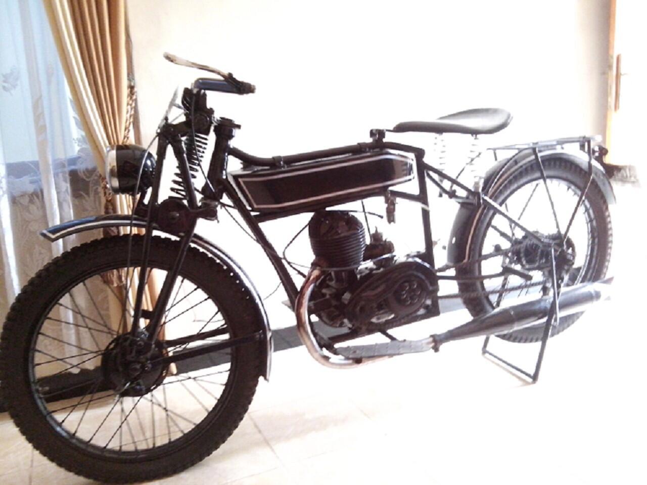 jual mobil antik th 1931 dan sepeda motor antik th 1951