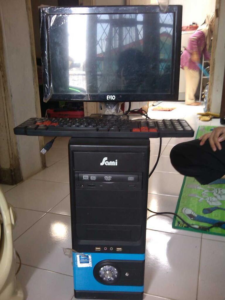 Intel Pentium 4 (2.8 Ghz) & Lcd 15 Inci
