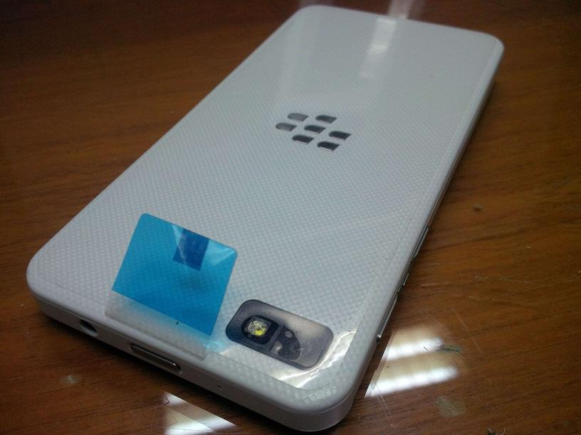 Blackberry Z10 white second mulus 99% fullset.. Murah + Nego tipis + Cod only