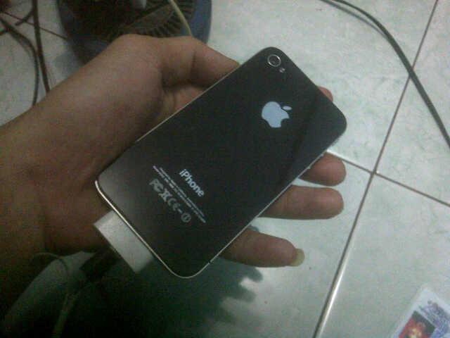 Dijual Apple 4 16GB, mulus kinyis :D