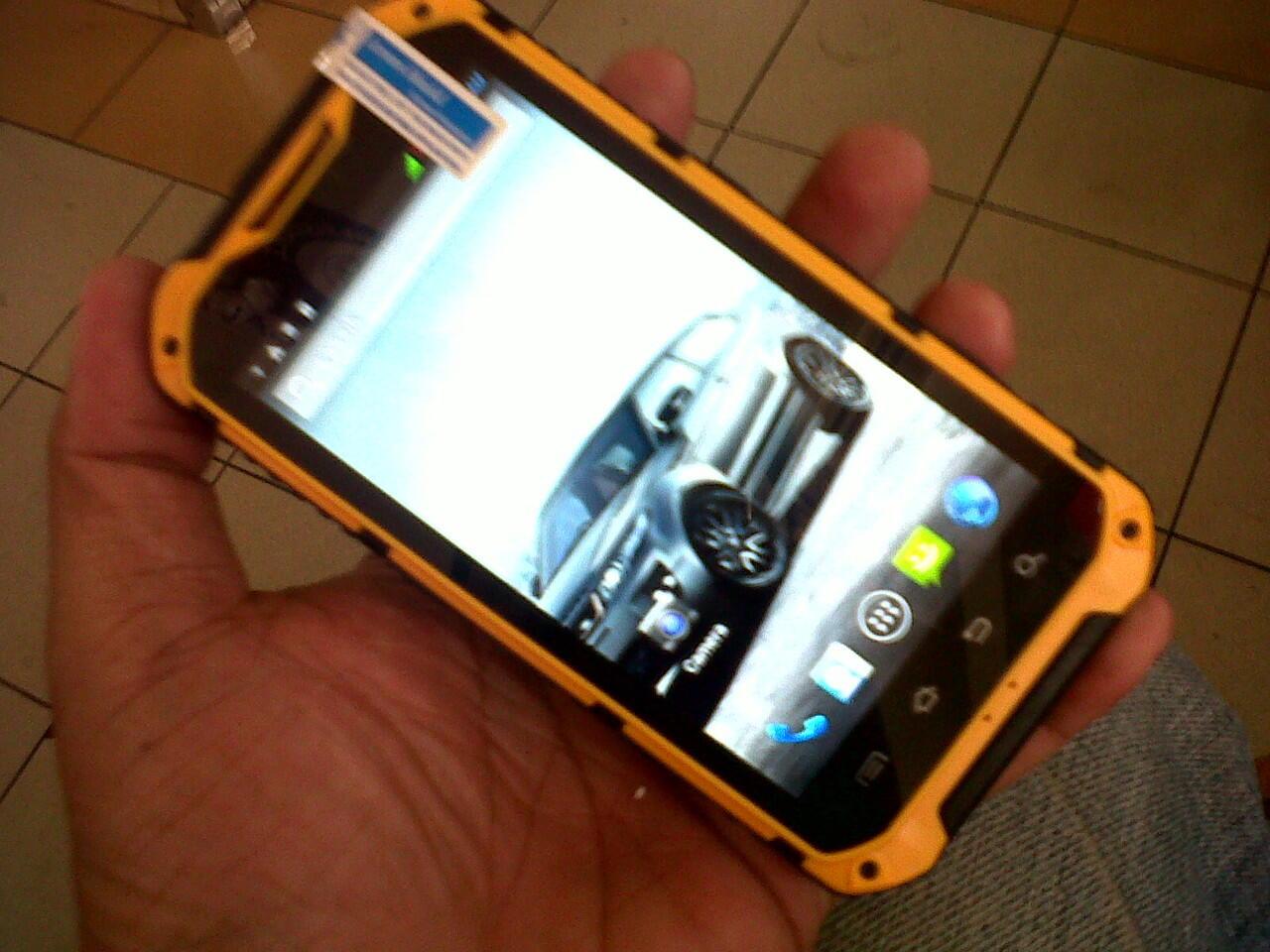 smart phone canggih- Sonim landrover A9