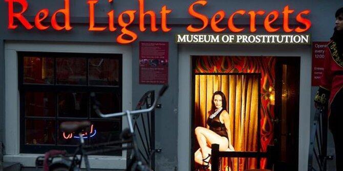 Tak bermaksud negatif, 7 objek wisata ini tampilkan unsur erotis
