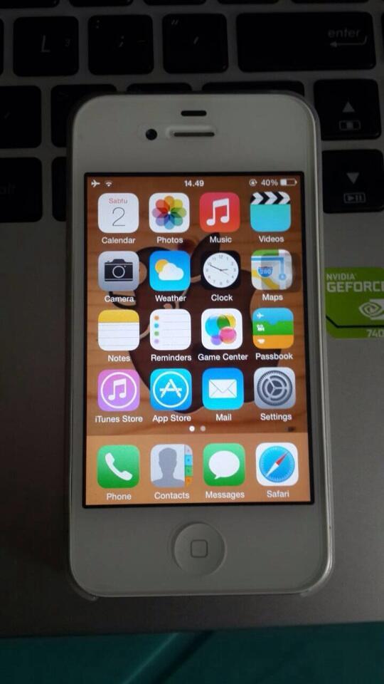 WTS iphone 4 white 8gb like new