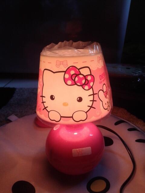 Lampu kamar tidur hello kitty yang cantik dan lucu.