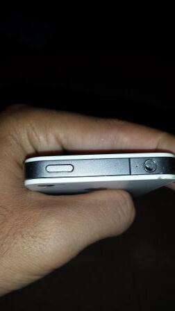 iPhone 4 8GB GSM FU jual Cepat!