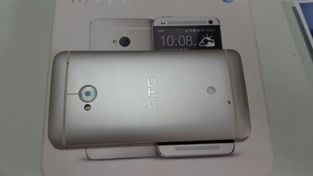 Jual HTC ONE M7 AT&T Silver kondisi 85%, Purple Tint Camera