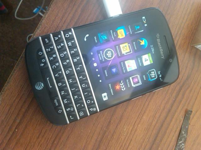 Blackberry Q10 AT&T...Handcarry US...