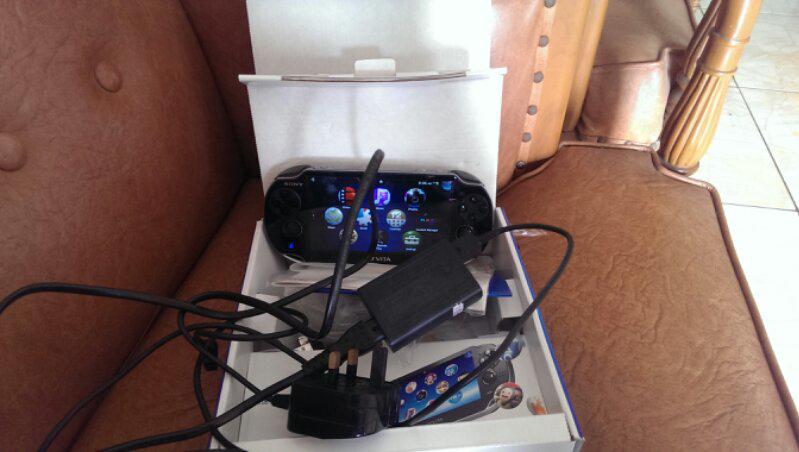 sony ps vita black 3g+wifi + memory 64gb include 2 game