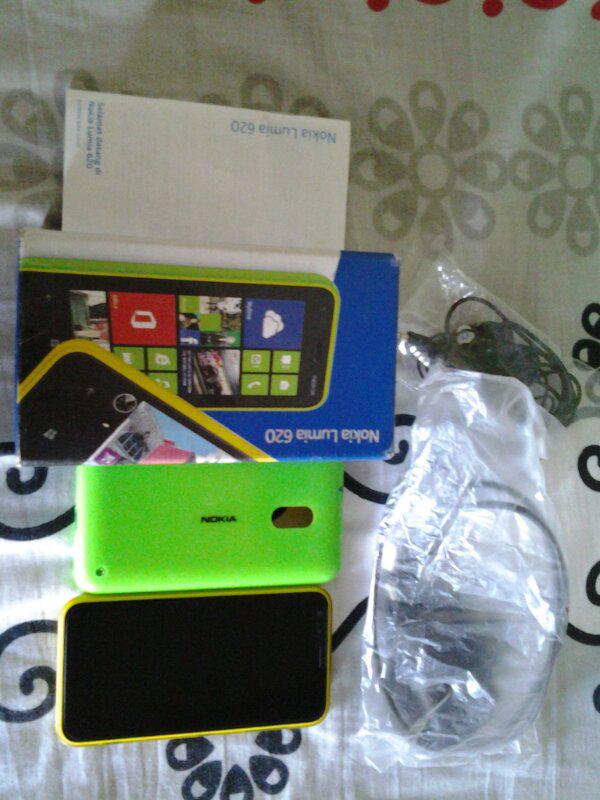 WTS Nokia Lumia 620 Bonus Back Cover