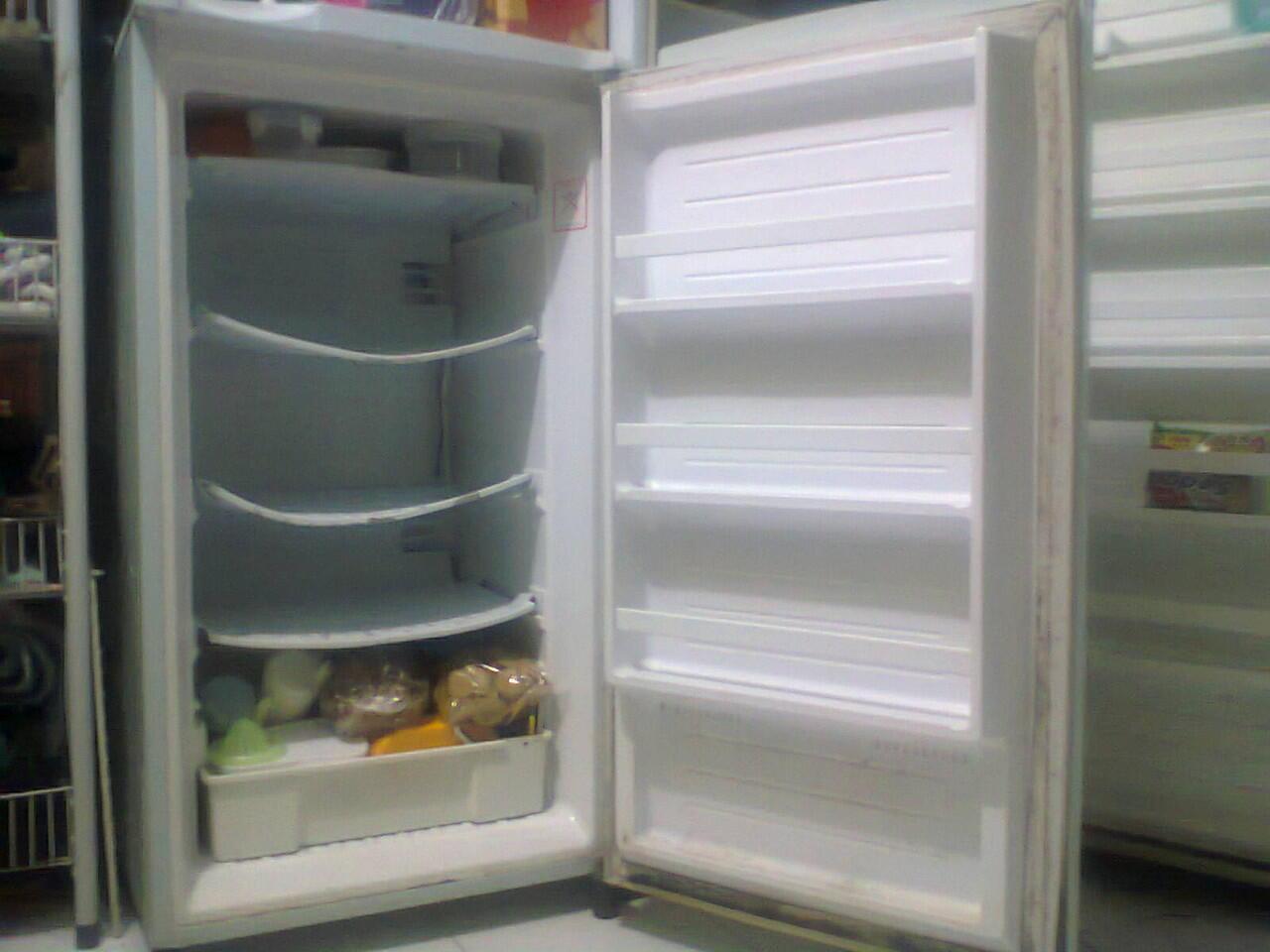 Jual 2 freezer merk SANYO