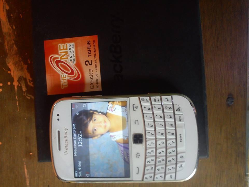 BlackBerry Bold Touch 9930 white montana