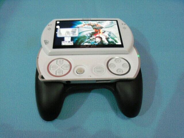 PSP Go white, 16GB, mulus, beda dus (bandung)