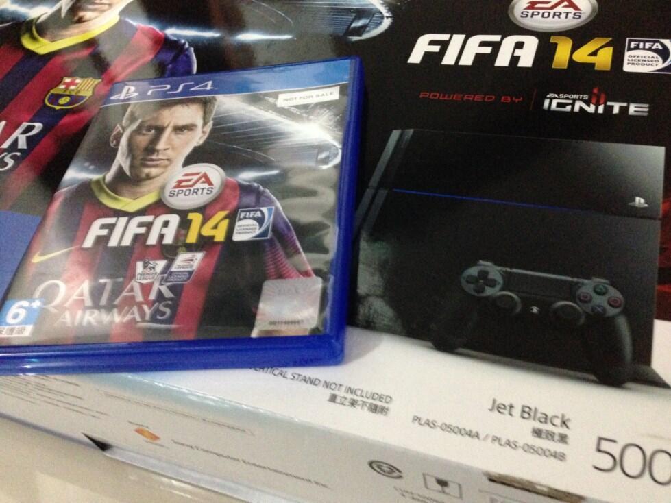 AZM : Sony Playstation 4 / PS4 Bundled with FIFA 14, Segel, Resmi, Murah, Bandung
