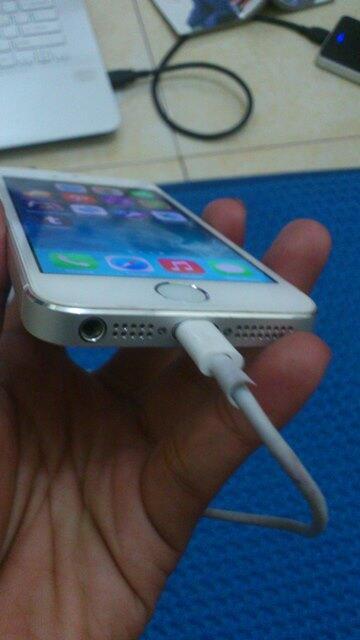 iPhone 5 White 32GB (Home Button like 5S) Fullset Jogja