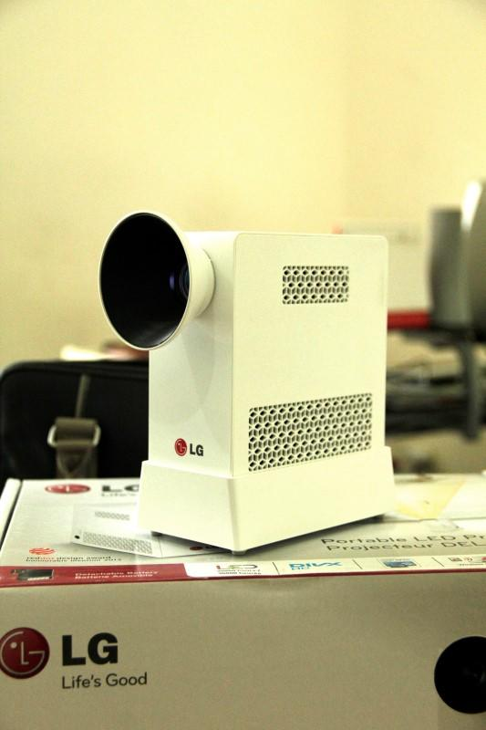 Portable LED Projector LG PG60G