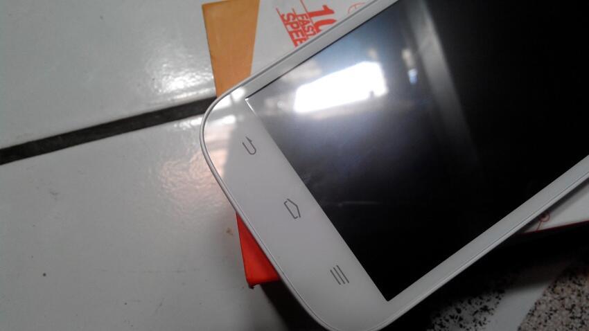 Zte V9820 White Powerphone By Bolt 4g (unlocked)