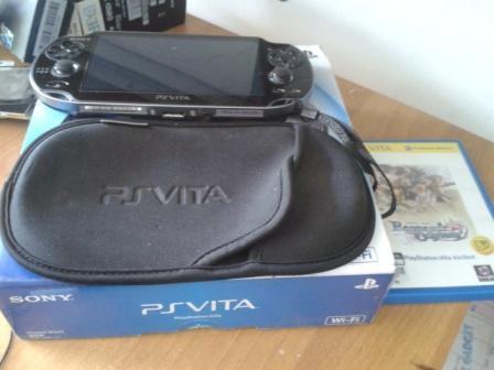 ps vita wifi 4gb memory + 1 game