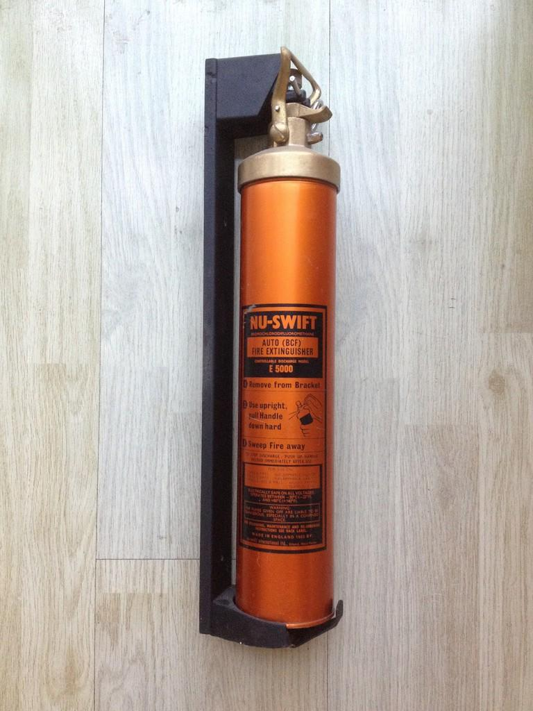 pemadam api, fire extinguisher antik made in England