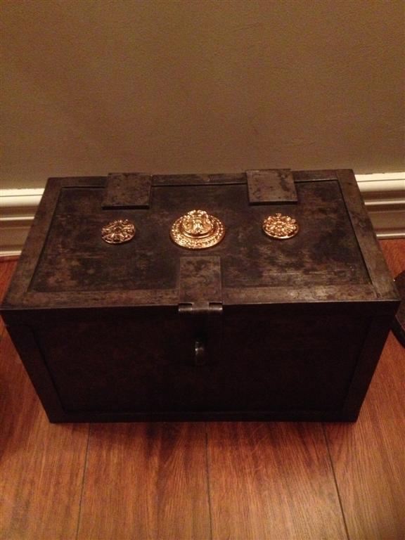Kotak besi Eropa/Jerman antik